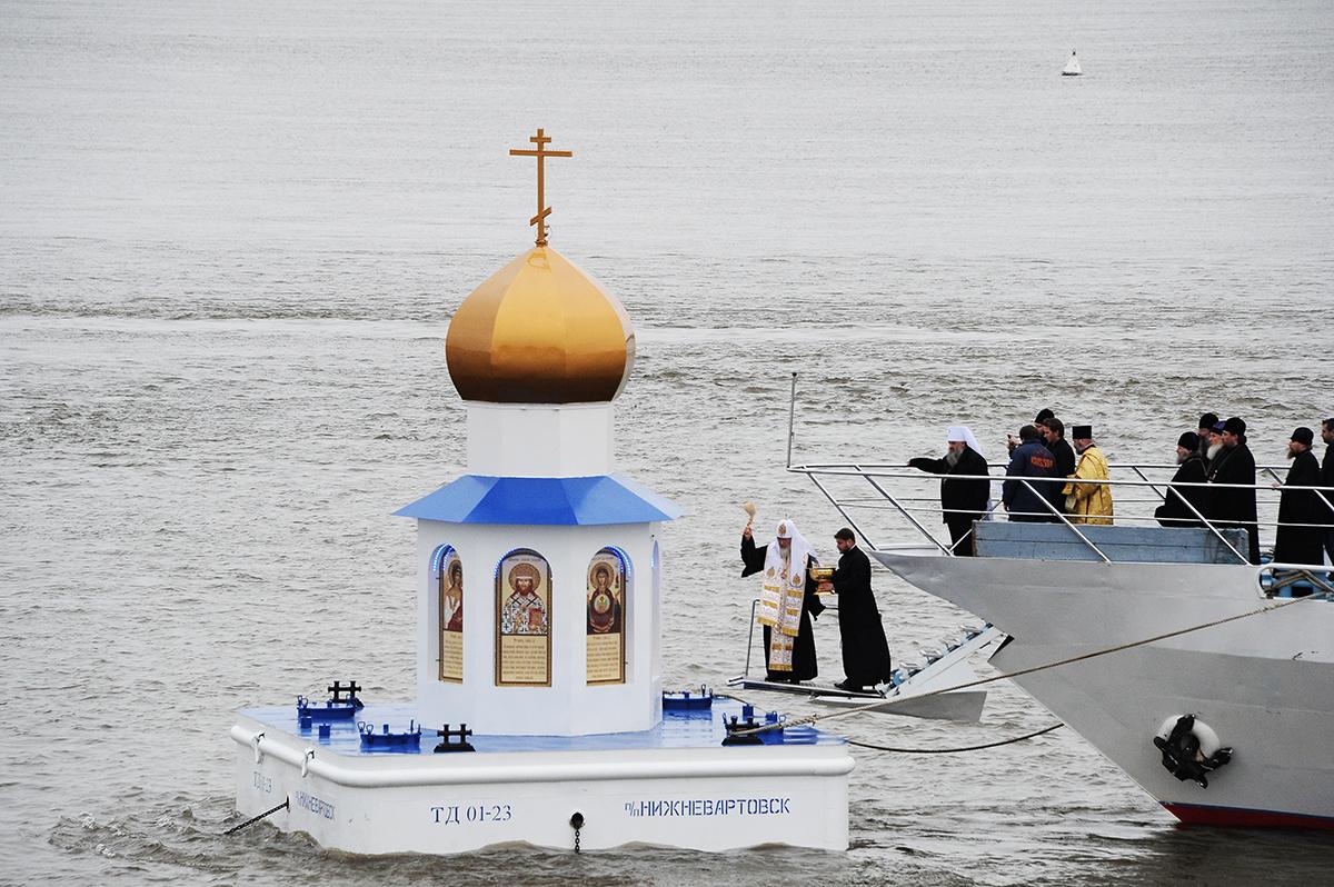 Патриарший визит в Ханты-Мансийскую епархию. Освящение плавучей часовни-маяка на месте слияния рек Иртыша и Оби