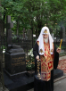 Лития на могиле родителей Святейшего Патриарха Кирилла на Большеохтинском кладбище Санкт-Петербурга