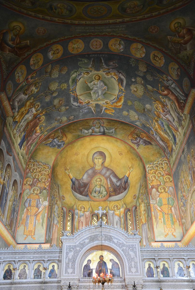 Визит Святейшего Патриарха Кирилла в Грецию. Божественная литургия в храме вмч. Пантелеимона в Афинах