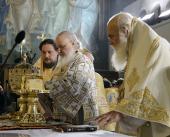 Предстоятели Русской и Элладской Православных Церквей совершили Божественную литургию в храме великомученика Пантелеимона в Афинах
