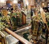 В канун дня памяти преподобного Амвросия Оптинского Святейший Патриарх Кирилл совершил всенощное бдение в Казанском храме Оптиной пустыни