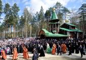 Святейший Патриарх Кирилл освятил закладной камень в основание храма Державной иконы Божией Матери в монастыре Царственных страстотерпцев на Ганиной Яме