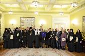 Святейший Патриарх Кирилл вручил награды сотрудникам Московской Патриархии, отмечающим знаменательные даты в 2013 году