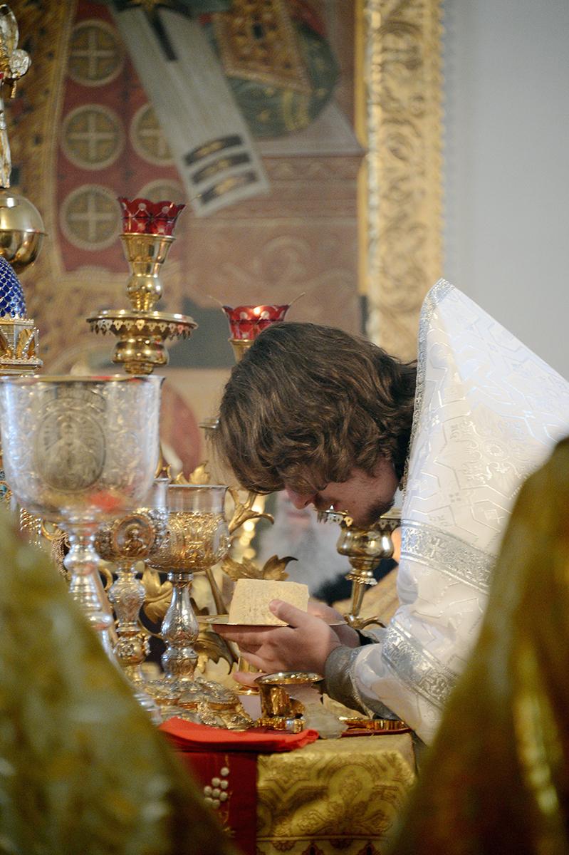 Патриаршее служение в неделю о мытаре и фарисее в храме Воздвижения Креста Господня в Алтуфьеве