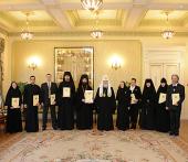 Святейший Патриарх Кирилл вручил награды ряду сотрудников Московской Патриархии