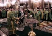 В канун праздника Входа Господня в Иерусалим Святейший Патриарх Кирилл совершил всенощное бдение в Храме Христа Спасителя и удостоил богослужебных наград ряд клириков г. Москвы