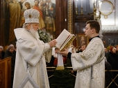 В Рождественский сочельник Святейший Патриарх Кирилл совершил Литургию святителя Василия Великого в Храме Христа Спасителя