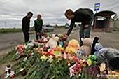 На месте аварии на железнодорожном переезде в Сумской области совершена панихида по погибшим