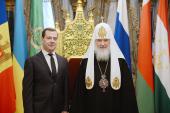 Председатель Правительства РФ Д.А.Медведев поздравил Святейшего Патриарха Кирилла с годовщиной интронизации