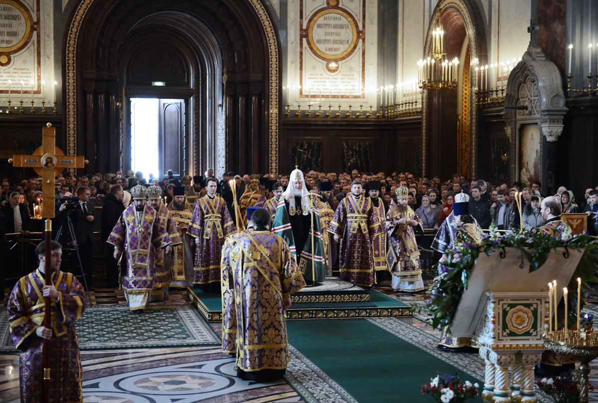 Патриаршее служение в Крестопоклонную неделю в Храме Христа Спасителя в Москве