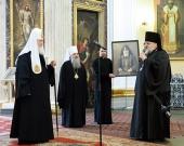 Святейший Патриарх Кирилл посетил Александро-Невскую лавру и совершил заупокойные богослужения на Никольском и Большеохтинском кладбищах Петербурга