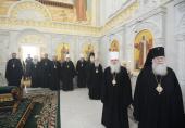 Члены Синода Русской Православной Церкви молились на литии по почившему схимитрополиту Ювеналию (Тарасову)