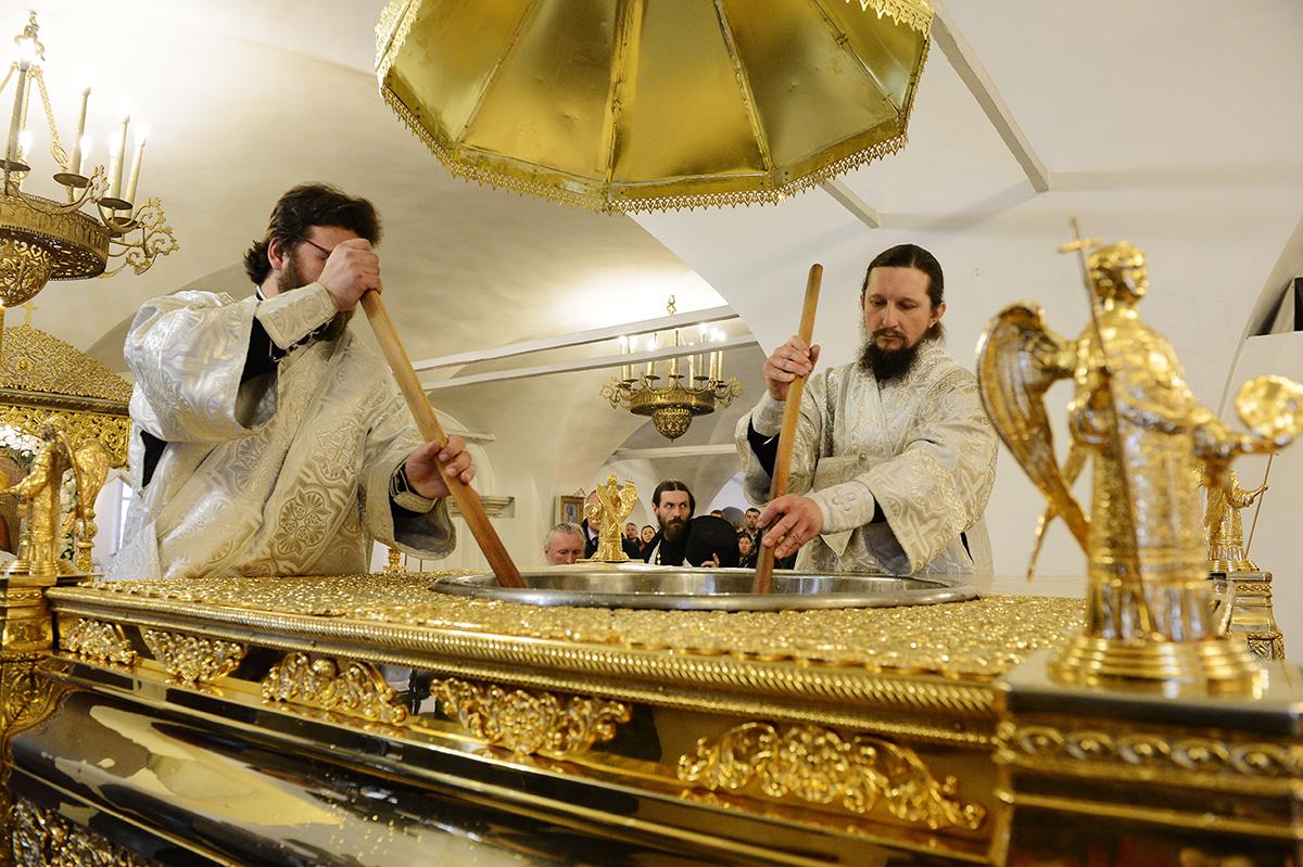 Молебен на начало чина мироварения в Донском монастыре
