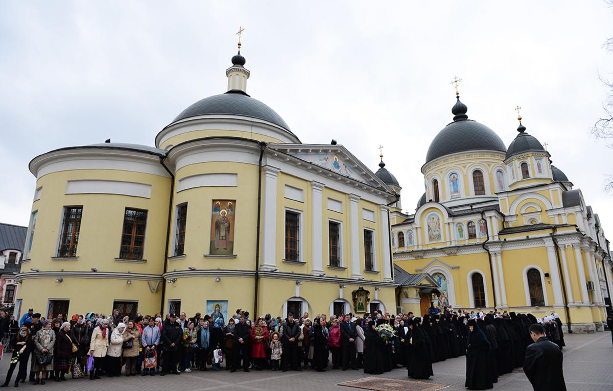 Патриаршее служение в канун Великой среды в Покровском ставропигиальном монастыре