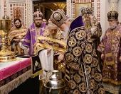 В Великий четверг Предстоятель Русской Церкви совершил Литургию и чин освящения мира в Храме Христа Спасителя в Москве