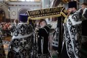 Святейший Патриарх Кирилл совершил вечерню Великого пятка с выносом Святой Плащаницы