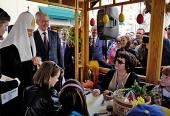 Посещение Святейшим Патриархом Кириллом ярмарки «Пасхальный дар» на Никольской улице в Москве