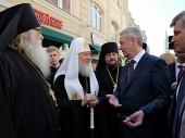 Святейший Патриарх Кирилл посетил ярмарку «Пасхальный дар» на Никольской улице в Москве