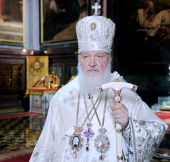 Перед началом ночного Пасхального богослужения Святейший Патриарх Кирилл в прямом эфире поздравил телезрителей с праздником Светлого Христова Воскресения