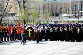 В канун 68-й годовщины Победы в Великой Отечественной войне Предстоятель Русской Церкви и духовенство г. Москвы возложили цветы к могиле Неизвестного солдата у Кремлевской стены