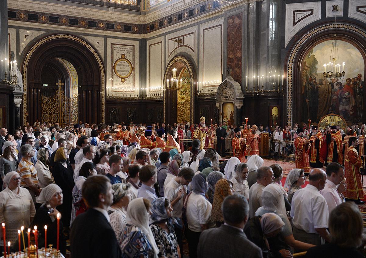 Патриаршее служение в Храме Христа Спасителя в канун праздника перенесения мощей святителя Николая
