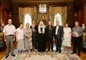 Святейший Патриарх Кирилл вручил церковные награды создателям телепрограммы «Слово пастыря»