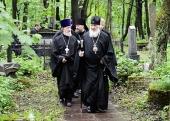 Святейший Патриарх Кирилл посетил Смоленское кладбище Санкт-Петербурга