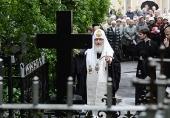 Святейший Патриарх Кирилл совершил заупокойные богослужения в Александро-Невской лавре и на Большеохтинском кладбище Петербурга