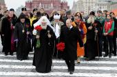 В День народного единства Президент России В.В. Путин и Святейший Патриарх Кирилл возложили цветы к памятнику Кузьме Минину и Дмитрию Пожарскому на Красной площади