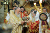 Предстоятели Иерусалимской и Русской Православных Церквей совершили Божественную литургию в Храме Воскресения Христова
