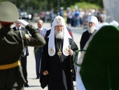 Предстоятель Русской Церкви возложил венок к монументу «Память» в Тюмени