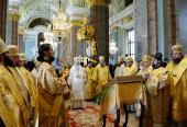 В день памяти святых первоверховных апостолов Петра и Павла Святейший Патриарх Кирилл совершил Божественную литургию в Петропавловском соборе северной столицы