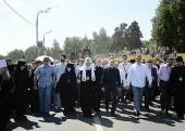 Святейший Патриарх Кирилл возглавил многотысячный крестный ход из г. Хотьково в Сергиев Посад