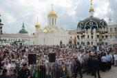 Число паломников, посетивших Свято-Троицкую Сергиеву лавру в течение дня, превысило 50 000 человек