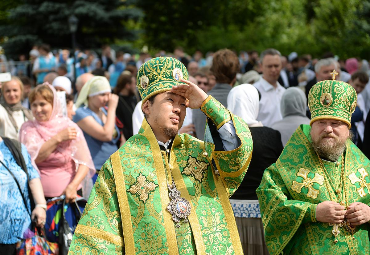 Торжества в честь 700-летия преподобного Сергия Радонежского. Литургия в Троице-Сергиевой лавре в день памяти Преподобного