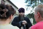 Митрополит Челябинский Никодим посетил пункт временного размещения вынужденных переселенцев с Украины