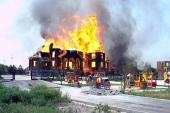 В городе Горловка после прямого попадания артиллерийского снаряда сгорел Благовещенский храм