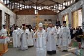 Архиепископ Владикавказский Зосима совершил Божественную литургию в стенах спортзала школы № 1 г. Беслана
