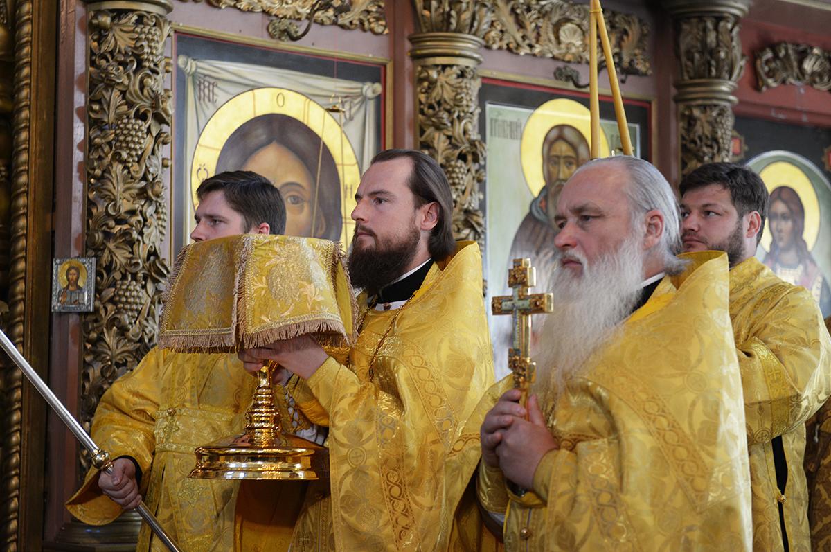Патриаршее служение в день памяти святителя Московского Петра в Высоко-Петровском ставропигиальном монастыре