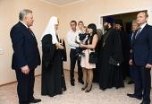 Предстоятель Русской Церкви вручил ключи от новых квартир переселенцам из районов, подвергшихся затоплению во время наводнения в 2013 году
