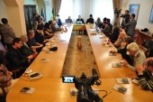 Председатель Синодального информационного отдела представил книгу Святейшего Патриарха Кирилла астрофизикам