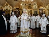 Предстоятель Русской Церкви совершил Литургию в Никольском храме на Большеохтинском кладбище Санкт-Петербурга