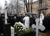 Святейший Патриарх Кирилл совершил литию на могиле митрополита Никодима (Ротова) на кладбище Александро-Невской лавры