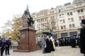 Святейший Патриарх Кирилл и Святейший Патриарх Ириней освятили в Белграде памятник царю-страстотерпцу Николаю II
