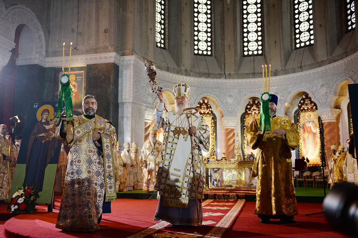 Визит Святейшего Патриарха Кирилла в Сербскую Православную Церковь. День третий. Литургия в белградском соборе святителя Саввы Сербского