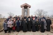 Митрополит Астанайский Александр совершил литию на месте расстрела политзаключенных и репрессированных в Алма-Атинской области