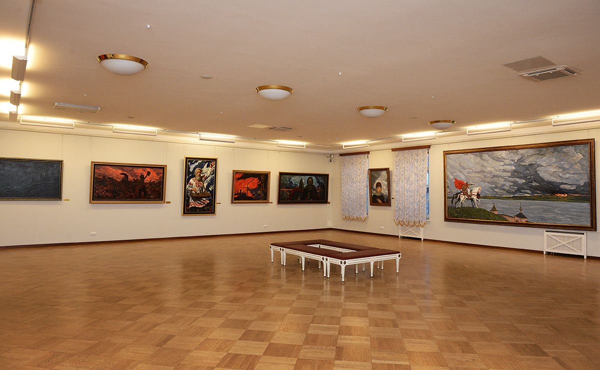 Посещение картинной галереи художника Ильи Глазунова