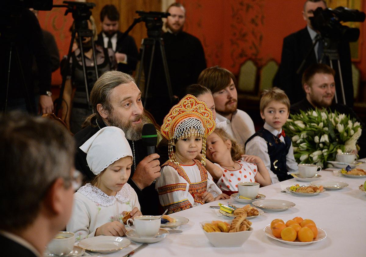 Встреча Святейшего Патриарха Кирилла с многодетными семьями в Храме Христа Спасителя