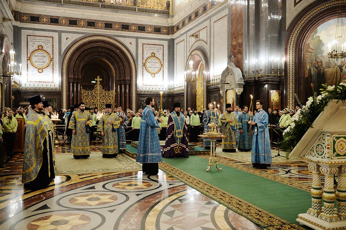 Патриаршее служение в канун праздника Сретения Господня в Храме Христа Спасителя