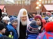 Святейший Патриарх Кирилл принял участие в открытии детского турнира по русскому хоккею на Красной площади в Москве